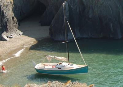 Bay Cruiser 23 anchored in cove